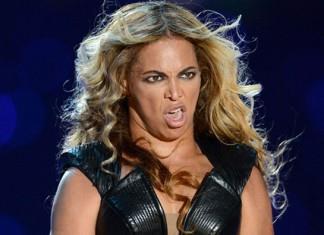 Beyoncé che fa una smorfia