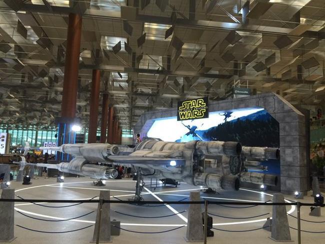 L'X-Wing all'aeroporto di Singapore