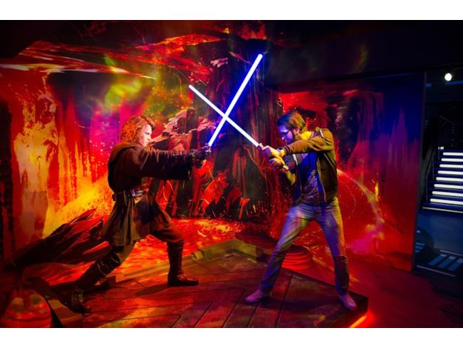 Un fan combatte l'Anakin Skywalker di Madame Tussauds