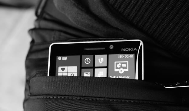 tasche che ricaricano wireless lo smartphone