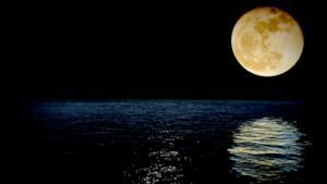 Una bellissima luna piena