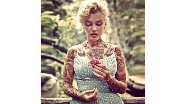 Marylin Monroe con davanzale e fiorellino in bella vista