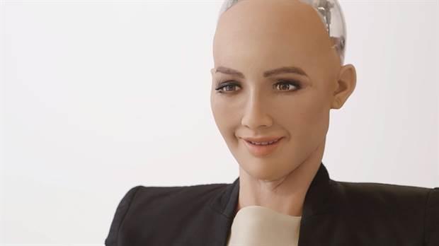 Il robot Sophia sorride