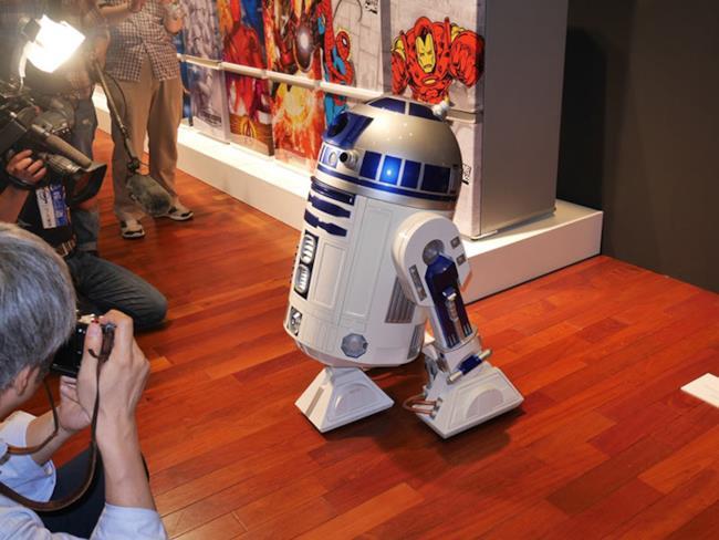 Il mini-frigo R2-D2 ti porta le birre quando ne hai bisogno