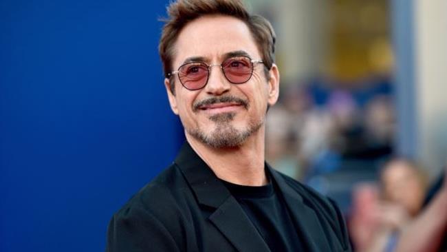 Robert Downey Jr durante la presentazione di un film