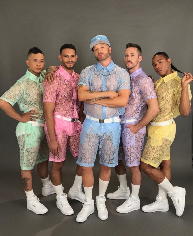 5 modelli che indossano i pantaloncini in pizzo floreale