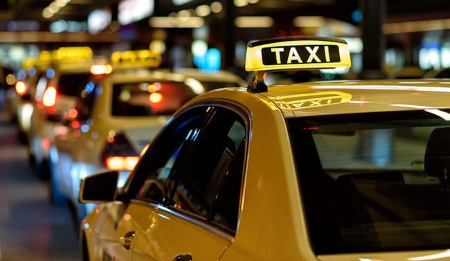 La foto di alcuni taxi.