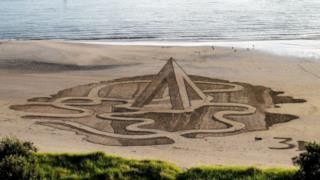 Illusione 3D di un labirinto sospeso su un abisso...