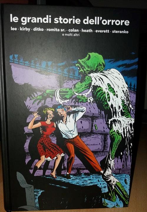 La splendida copertina ci mostra una coppia inseguita da uno zombi putrescente
