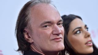 Tarantino sorride alla telecamera