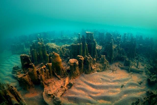 I resti del castello nel lago di Van