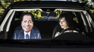 Berlusconi è tra i soggetti dei coprisedili Il Mio Amico Vip