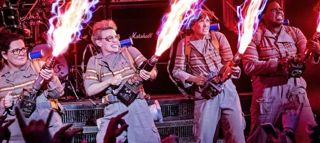 Le Ghostbusters in una scena del remake del 2016