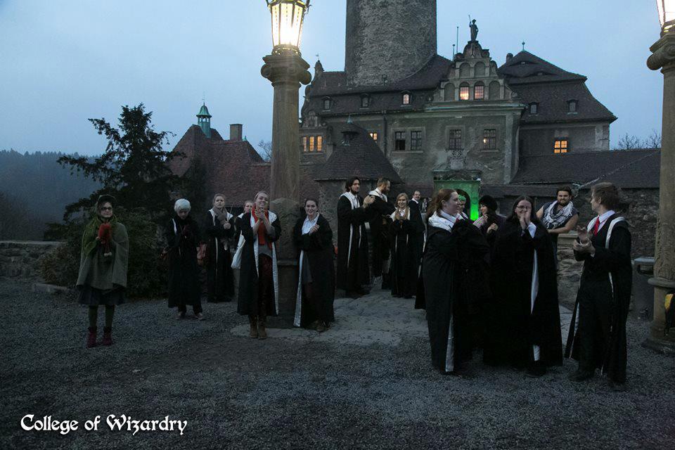 Alcuni studenti della scuola di magia in Polonia