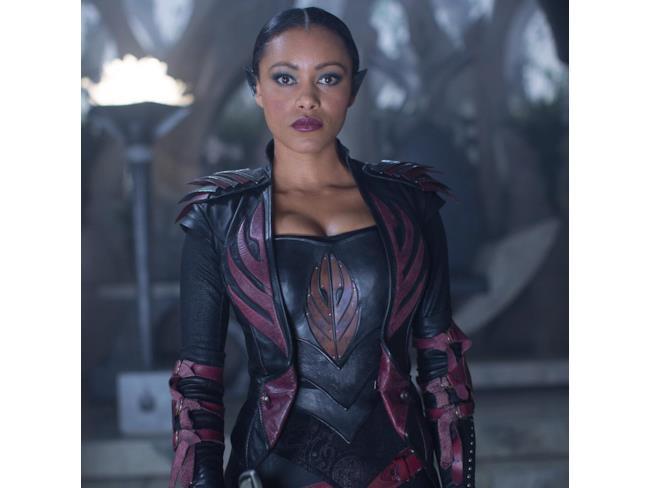 Commander Tilton (Emilia Burns)