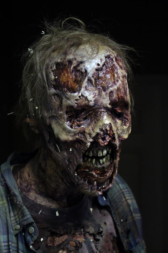Primo piano di uno zombie nella stagione 6 di The Walking Dead