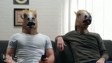 Due ragazzi con la testa da cavallo si danno il 5 - GIF di reazione ai commenti, le più divertenti da usare su Whatsapp e Facebook