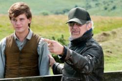 Steven Spielberg in un'immagine dal set del GGG