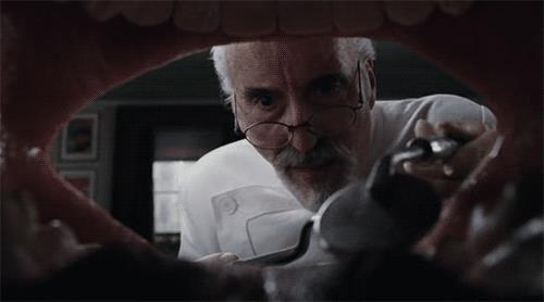 GIF di un dentista