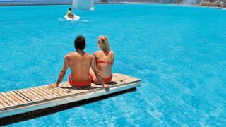 Trampolino della piscina più grande del mondo