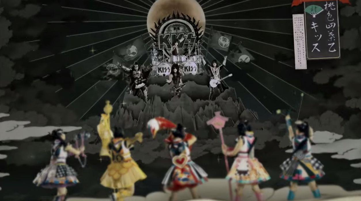 Una scena del video dei KISS e Momoiro Clover Z
