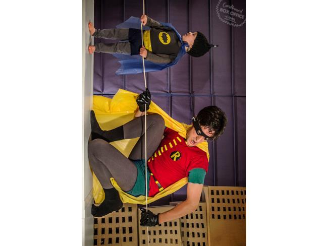 Scena di  Batman ricreata da padre e figlio