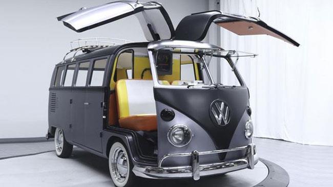 Il pulmino Volkswagen da collezione, rivisitato in versione Ritorno al Futuro