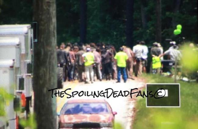 Nuova immagine dell'orda di zombie nella stagione 6 di The Walking Dead