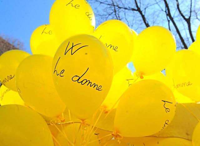 Dei palloncini gialli - Immagini per la Festa della Donna
