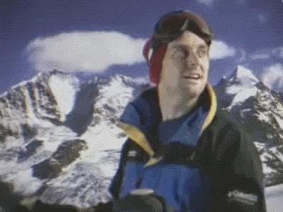 Un ragazzo scia su un divano - Le GIF più divertenti da scaricare e condividere