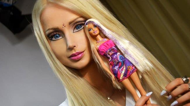 La modella che si è trasformata in una Barbie in carne ed ossa