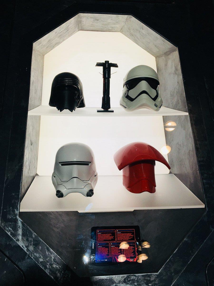 Gli elmetti di Kylo Ren, delle Guardie Reali e degli Stormtrooper.