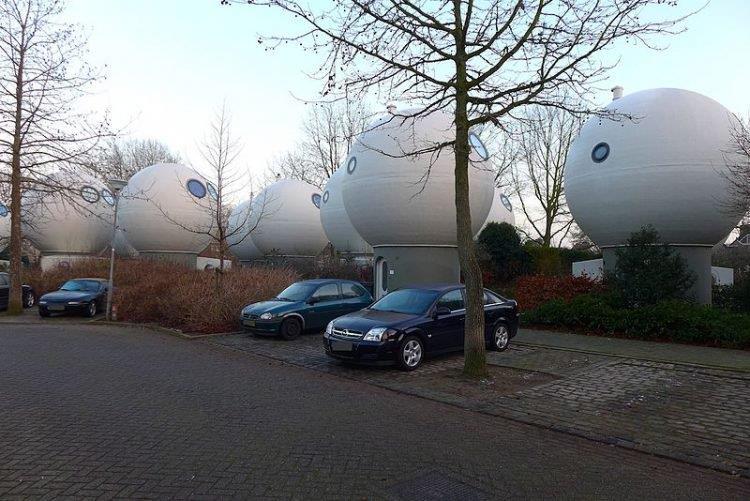 In Olanda esistono le case tonde futuristiche