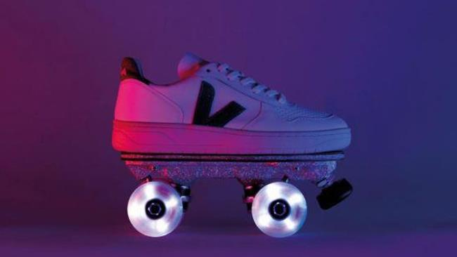 Flaneurz ti trasforma le sneakers in pattini a rotelle