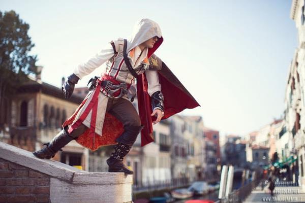 Leon Chiro in cosplay da Ezio Auditore