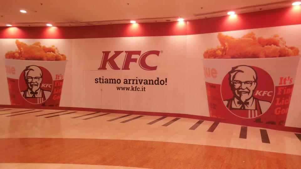 Manifesto KFC a Roma EST