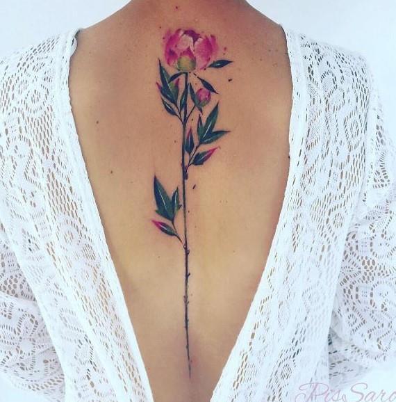 Un fiore ad acquarello sulla schiena - Tatuaggi acquarello, alcune fantastiche idee per i tuoi lavori