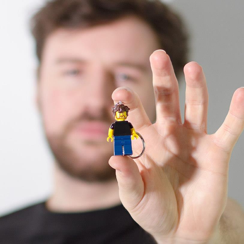 Il portachiavi mini LEGO che riproduce le nostre fattezze