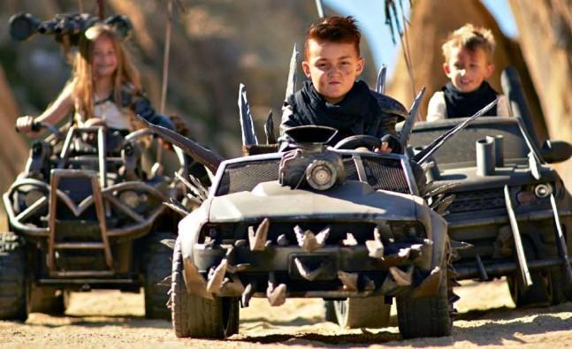 Bambini a bordo delle Hot Wheels di Mad Max