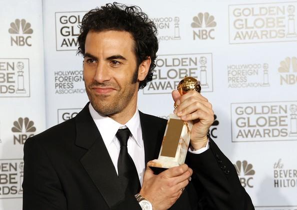 Sacha Baron Cohen con un Golden Globe