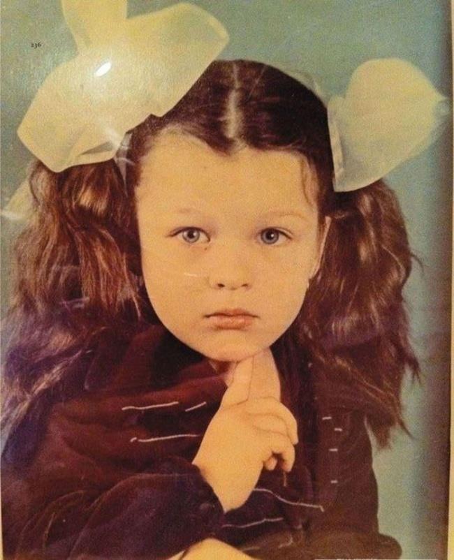 Un'immagine di Milla Jovovich da adolescente