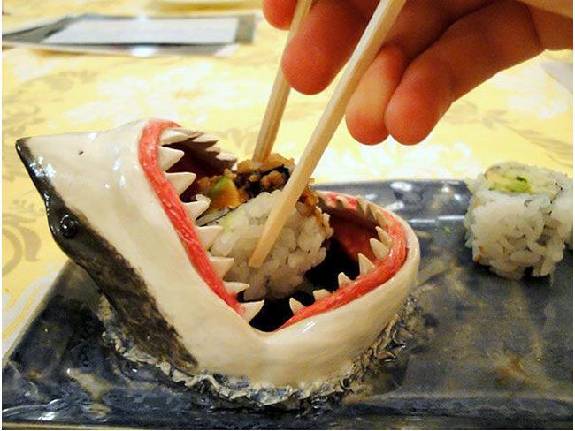 Piatto per sushi a forma di squalo