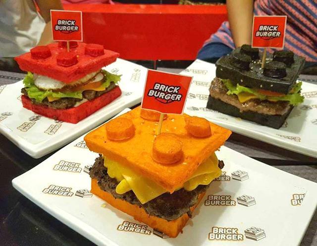 Brick Burger appena preparati per il cliente