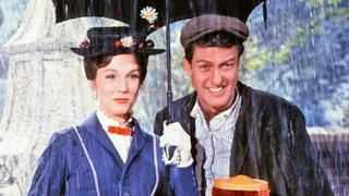 Mary Poppins e Bert nel film del 1964, il cui sequel è in lavorazione
