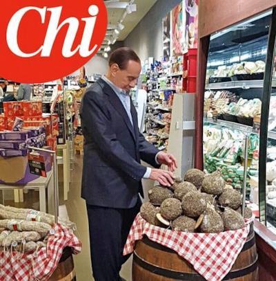 Berlusconi tasta dei salumi