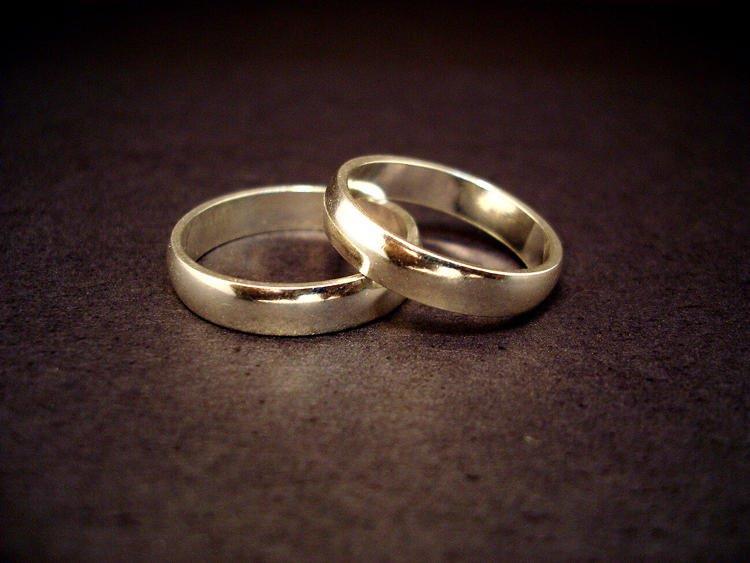 Due amici irlandesi si sposano per evitare di pagare le tasse