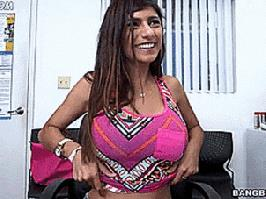 Gif divertente Mia Khalifa