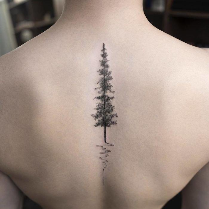 Un tatuaggio con un albero per la schiena - Tatuaggi per la spina dorsale, i più belli per la tua schiena