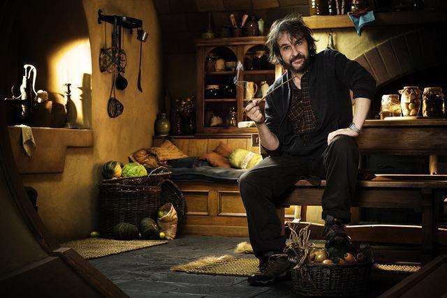 Peter Jackson nella tana hobbit di Bilbo sul set del film