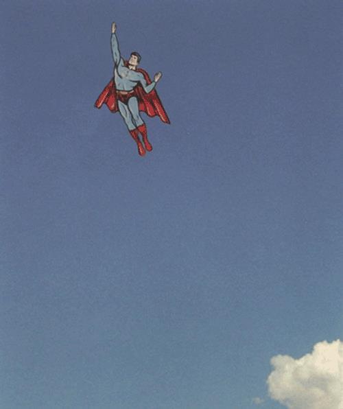 Batman dà il 5 a Superman - GIF di reazione ai commenti, le più divertenti da usare su whatsapp e Facebook